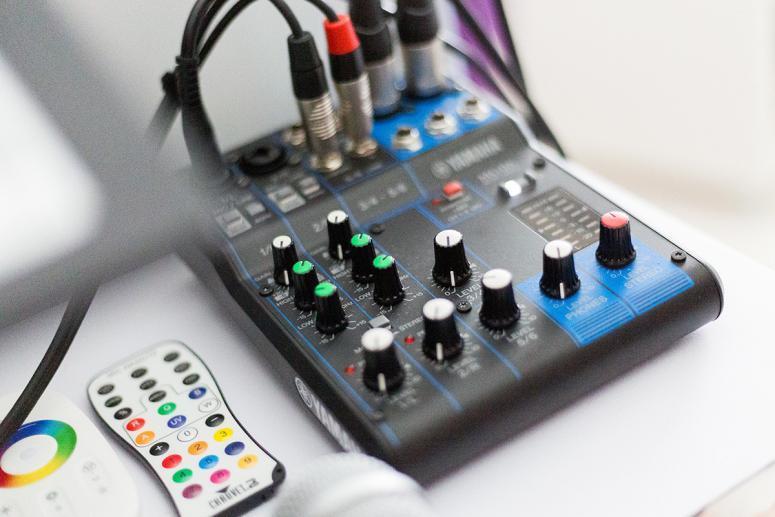 DJ Miki / Mix pult Yamaha