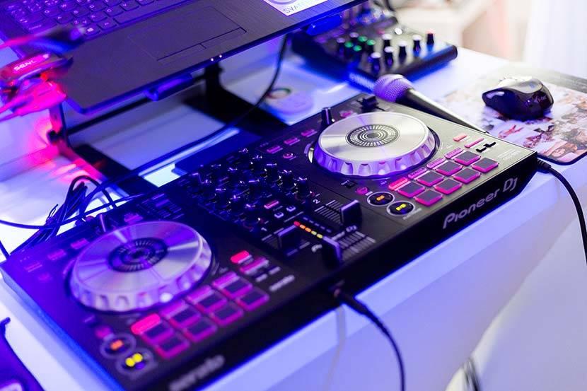 DJ Miki / DJ na svatbu, oslavu nebo večírek
